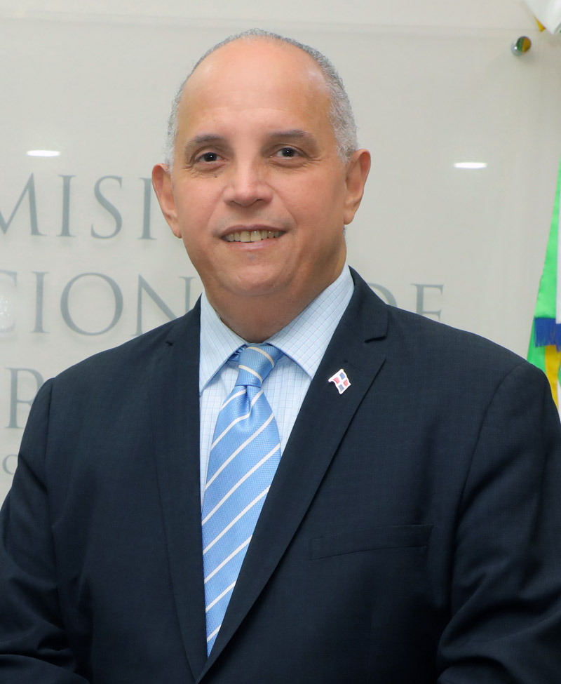 Lic. Ángel Canó Director Ejecutivo de la CNE
